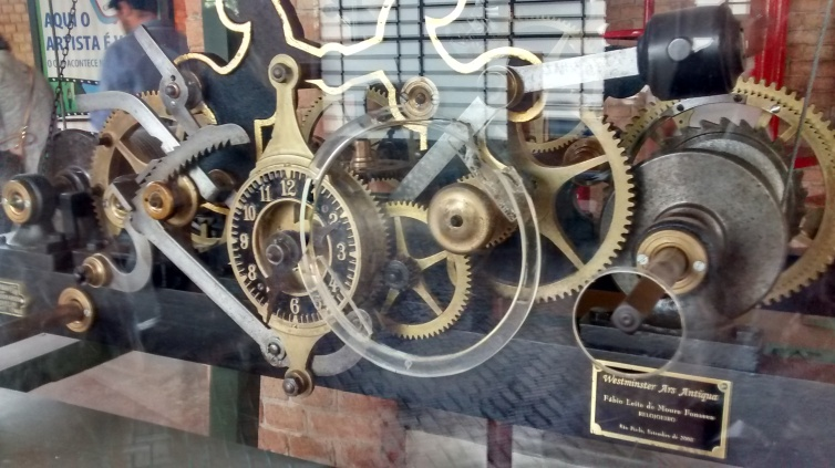 Mecanismo original do relógio da torre do Catavento, de 1923, quando ainda era Palácio das Indústrias | Foto: Camila Honorato