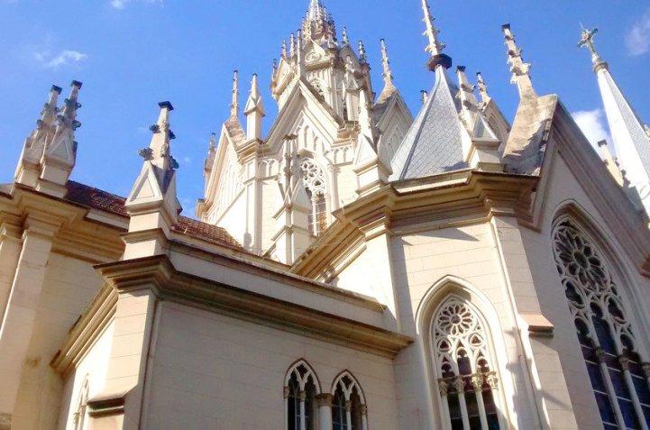 Igreja de Boa Viagem em Belo Horizonte (MG), uma das boas opções de passeios históricos e culturais na cidade | Crédito: Camila Honorato (Menina da Estrada)