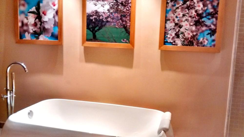 A banheira é para banhos de imersão e tratamentos combinados entre casais | Crédito: Camila Honorato