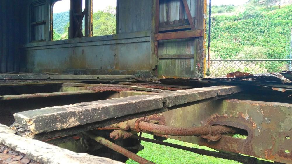 Destroços compõem o cenário da estação abandonada de Paranapiacaba | Crédito: Camila Honorato
