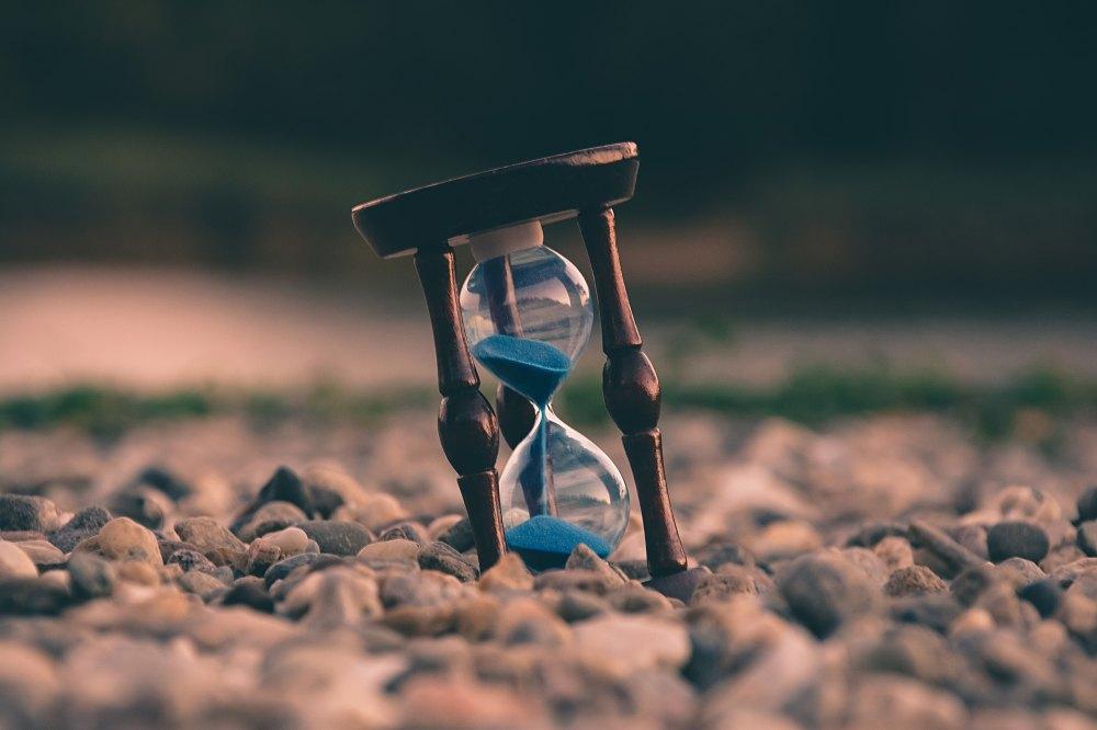 O tempo não pára e não perdoa. Nós temos hoje para começar a mudar a nós mesmos | Crédito: Uros Jovicic/Unsplash