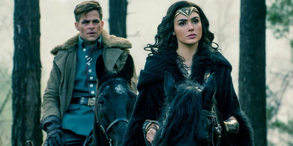 Steve (Chris Pine) e Diana (Gal Gadot) desenvolvem uma boa parceria na batalha contra os horrores da guerra. E um amor puro também! | Crédito: Divulgação