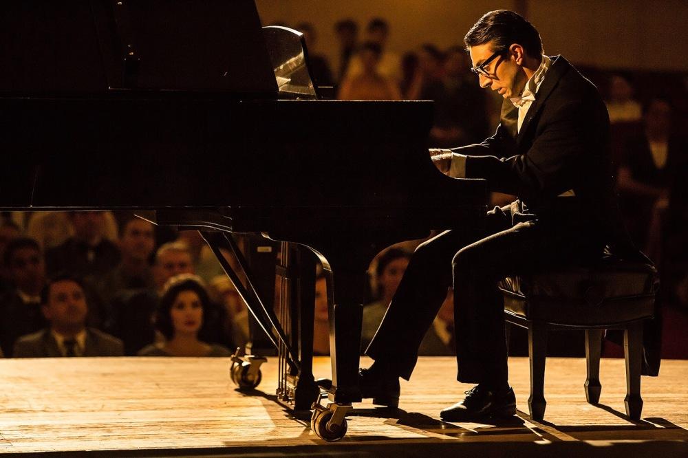 Rodrigo Pandolfo faz uma interpretação visceral na fase jovem e inconsequente do músico | Crédito: Divulgação