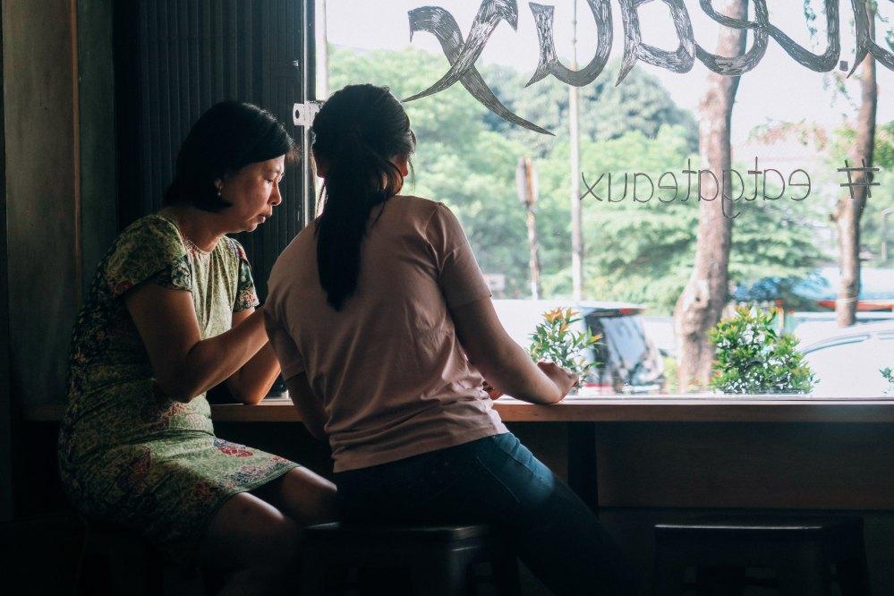 Pessoas maduras e com histórias pra contar serão suas melhores amigas no momento | Crédito: Farrel Nobel/Unsplash
