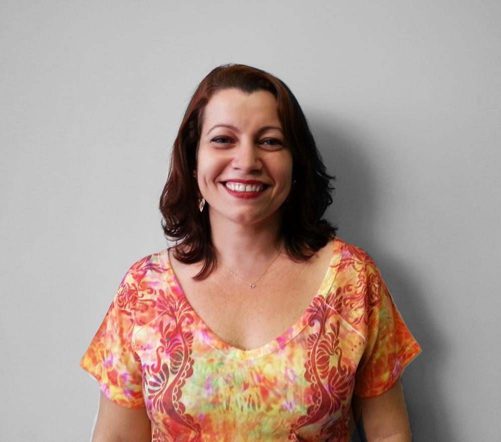 A autora carioca Nana_Pauvolih, ex-professora de história que fez sucesso na Amazon | Crédito: Rafaela da Gama/Divulgação