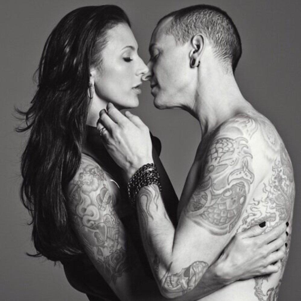 Chester Bennington e a esposa maravilhosa, Talinda, que é um exemplo de força | Crédito: Divulgação