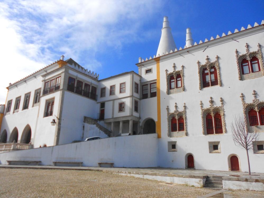 A beleza do Palácio Nacional de Sintra, um dos muitos pontos turísticos do vilarejo português | Crédito: Camila Honorato
